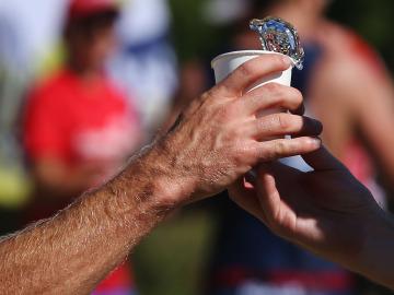 La hidratación es fundamental para hacer deporte