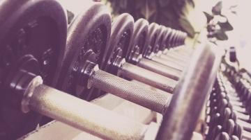 Practicar pesas es bueno para la salud