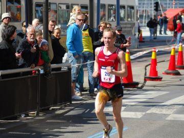 Un corredor que se ha hecho caca en carrera