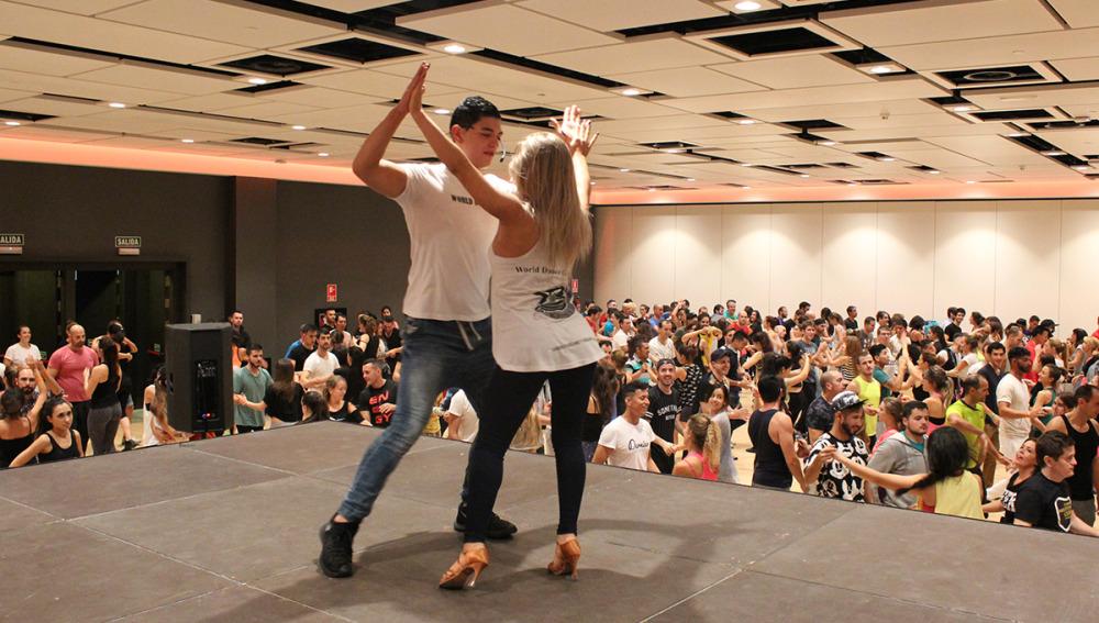 Taller impartido pr los campeones del III Word Salsa Masters, Ricardo y Karen