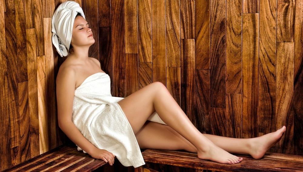 Una mujer en una sauna