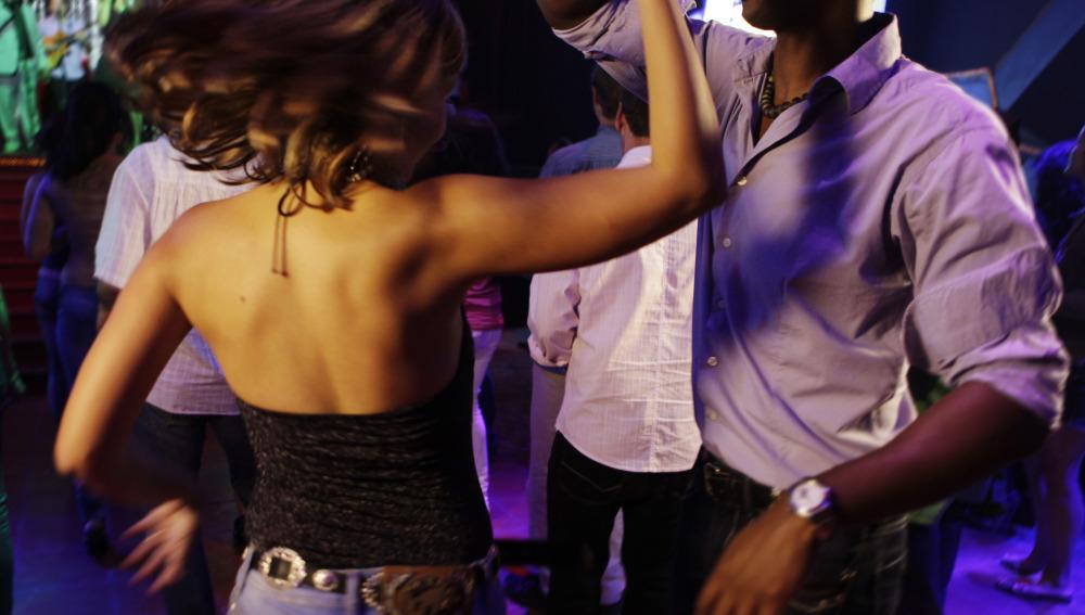 Bailar, aparte de ser una actividad divertida, puede mejorar el sexo con tu pareja