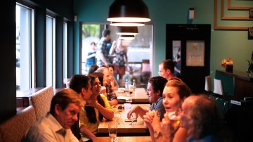 Salir todos juntos a comer algo… Mala idea