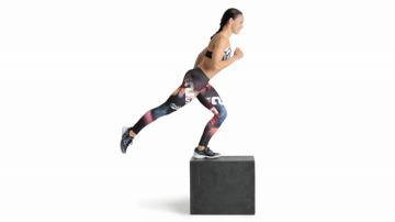 Step con extensión de pierna