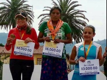 Una mujer tarahumara corre una maratón de 50 km
