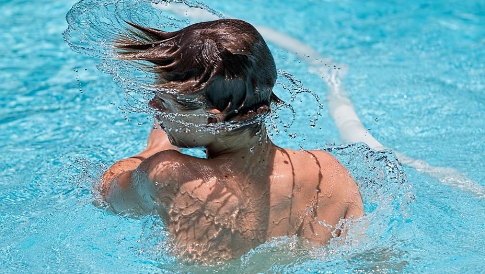 Ducharse antes de bañarse en la piscina es fundamental