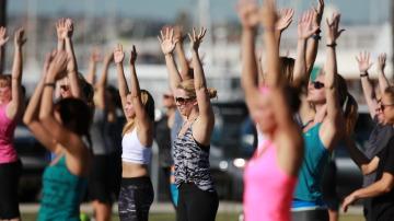 Mujeres haciendo fitness
