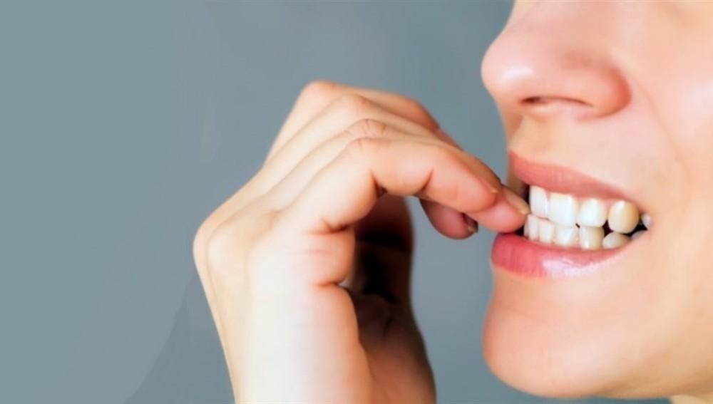 Morderse las uñas no es bueno para tu salud