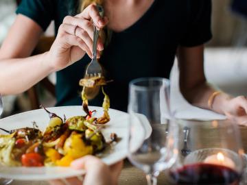 Comer, esa maravillosa experiencia. Si sabes la postura correcta