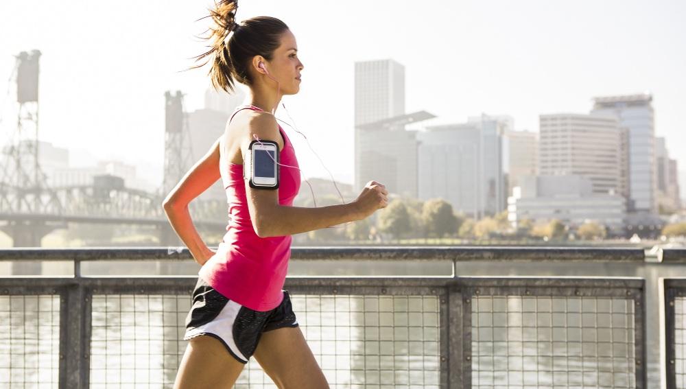 ¿Correr con o sin música?