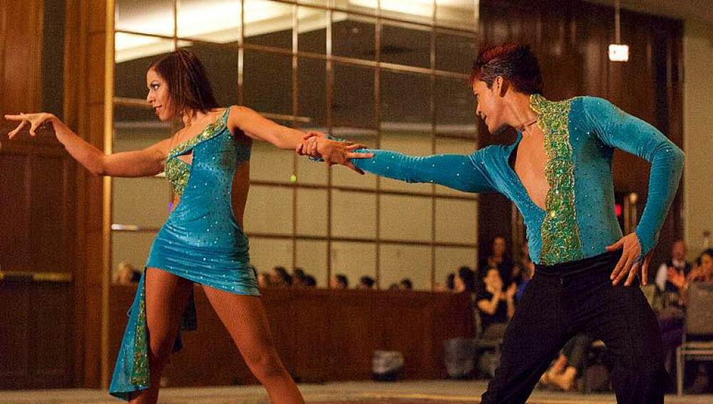 Las personas que bailan salsa son alegres y atrevidas