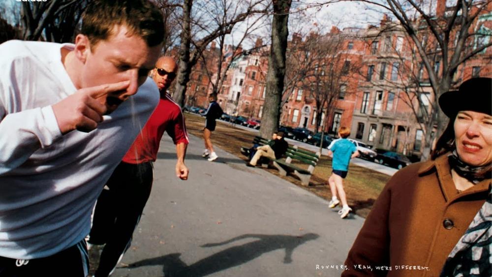 Anuncio de Adidas de 1999 con un runner echando un moco