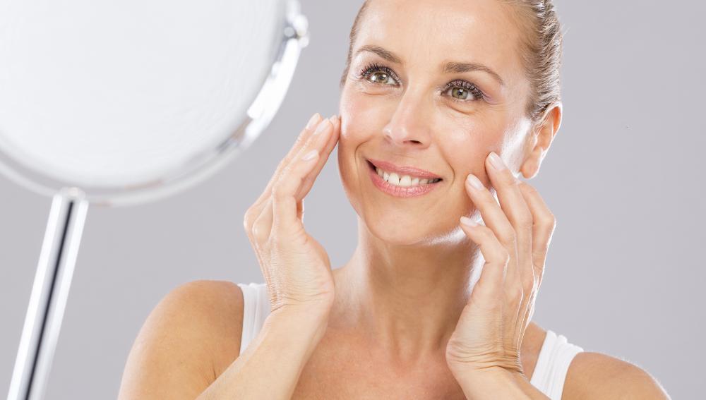 Científicos estudian si los ejercicios faciales te hacen parecer más joven