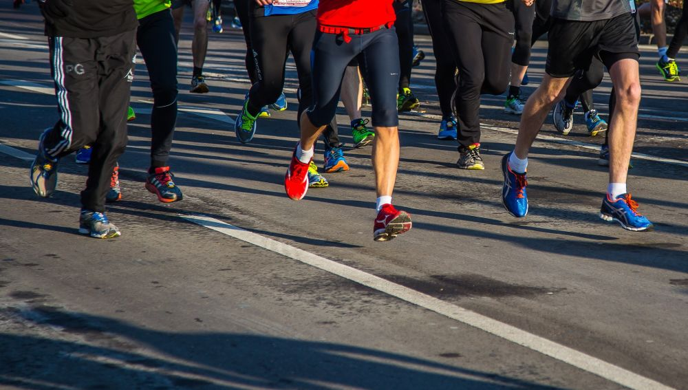Los atletas de media maraton corren de manera similar aunque tengan distinto nivel
