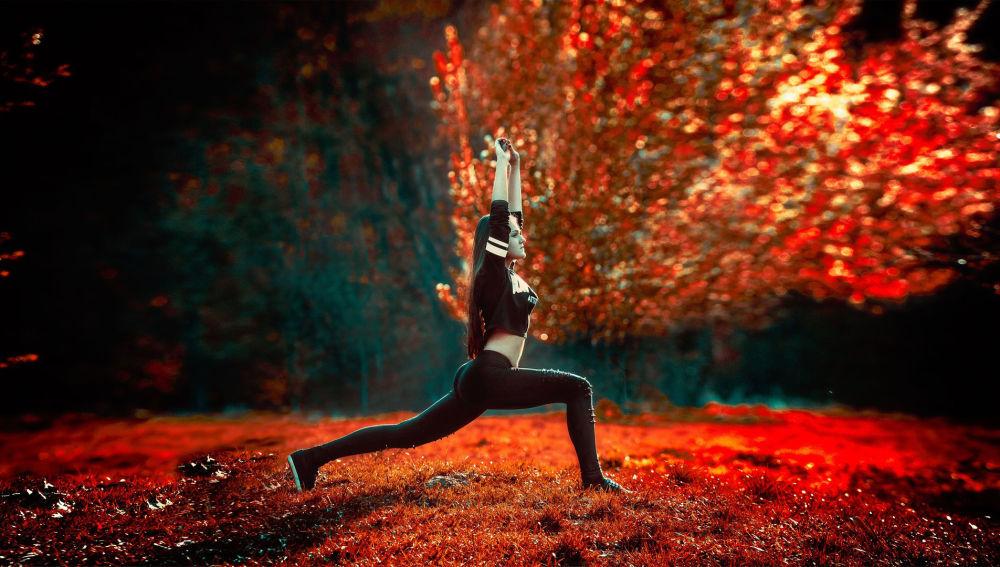 """El """"chroma yoga"""" de moda en Londres combina colorterapia y asanas"""