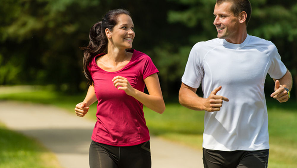 Una pareja entrena