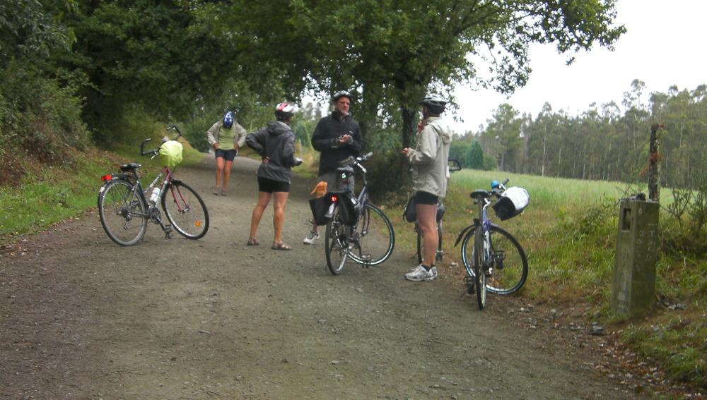 Ciclistas en mitad de la peregrinación
