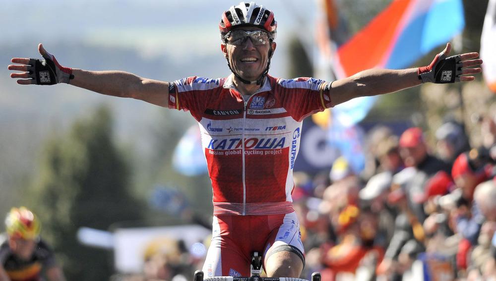 'Purito' Rodríguez celebra la victoria en la meta de la Flecha Valona 2012