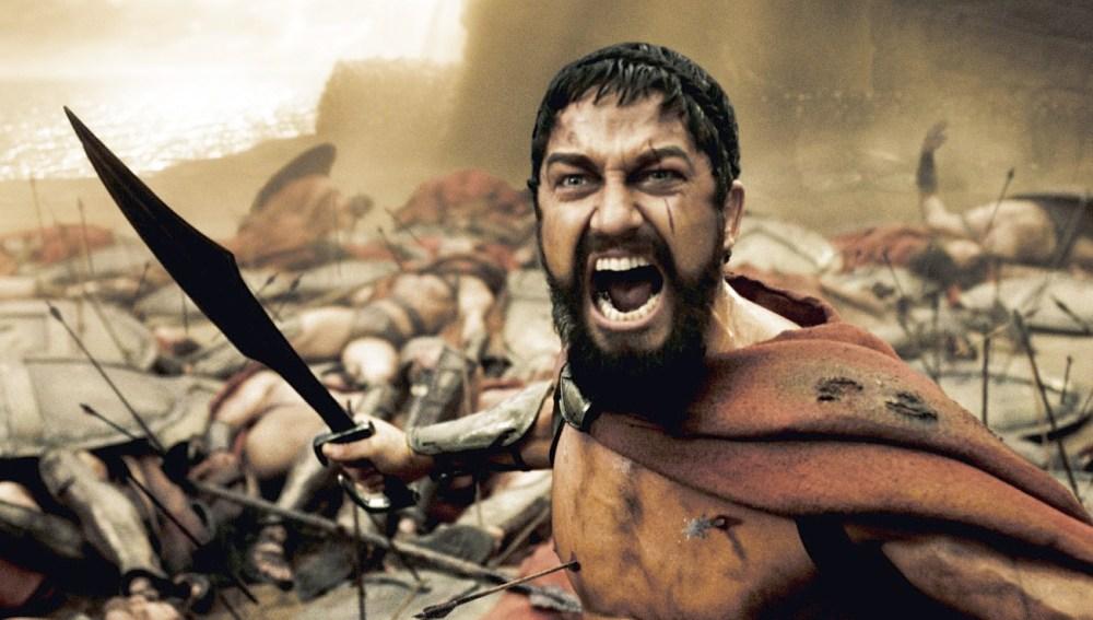 En '300' Gerard Butler en su papel de Leónidas guía a sus 300 soldados espartanos hacía la mítica batalla con los pesas, muy superiores en número, en las Termópilas.