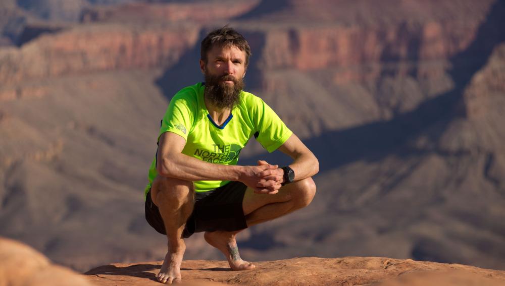 Rob Krar posa frente al Cañón del Colorado
