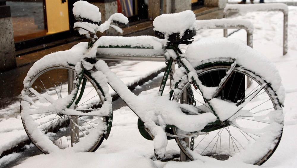Una bicicleta impracticable por la nieve