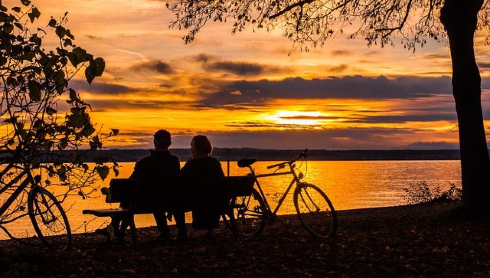 Una puesta de sol entre bicis... ¿prestadas?