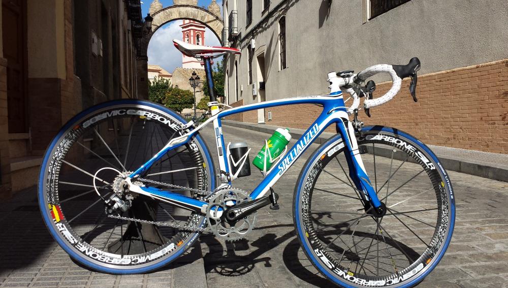 Bicicleta con el sillín de fibra de basalto