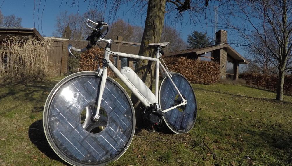 La Solar Bike recargándose