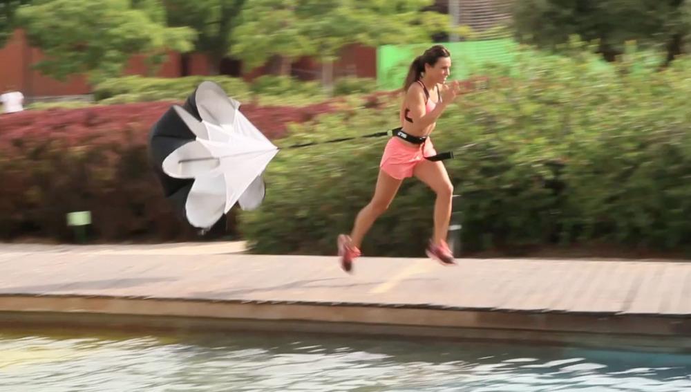 Paula con paracaídas
