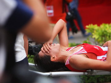 Una corredora lesionada