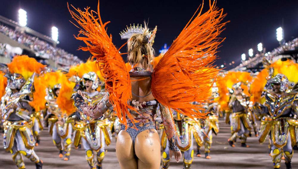 ¿Sueñas con tener un culo perfecto de brasileña? Aprende a bailar samba