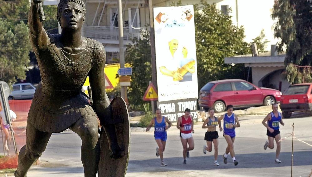 Corredores en la maratón de Atenas