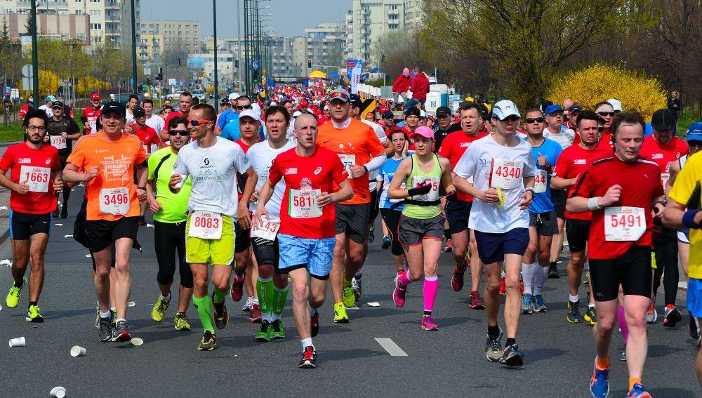 Corredores en una maratón popular