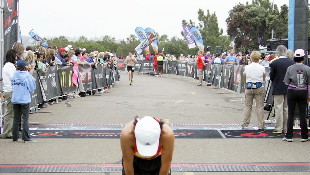 Un corredor acaba exhausto una maratón