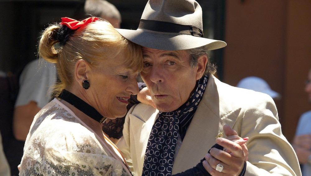 Bailar reduce el riesgo de padecer Alzheimer y ralentiza la enfermedad