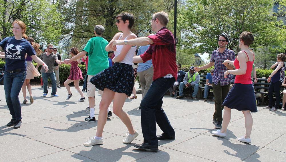 Cinco razones para que los hombres aprendan a bailar… aunque no les guste