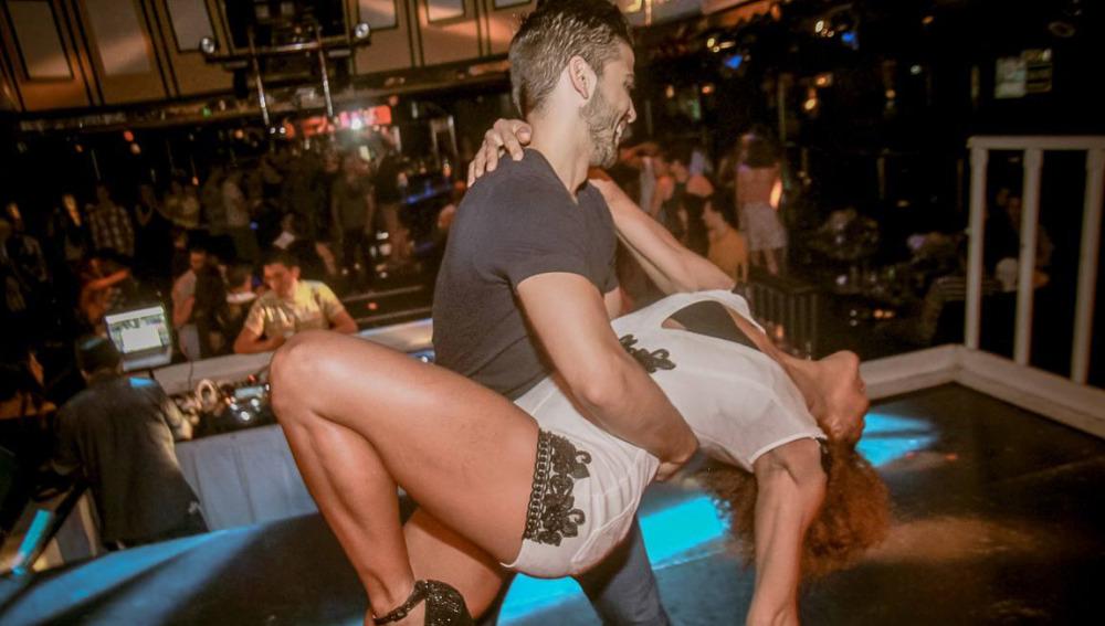 Diez trucos para no parecer un pardillo en la pista de baile