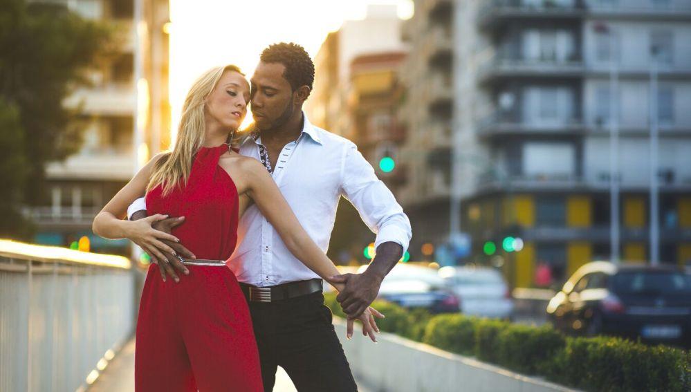 10 razones para enamorarte de un bachatero (o bachatera)
