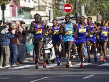 Más de 16.000 corredores han tomado esta mañana la salida de la maratón de Valencia