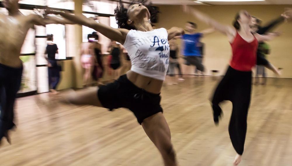 Curvas de vértigo y cuerpos fibrosos a ritmo de funky, breakdance o ragga