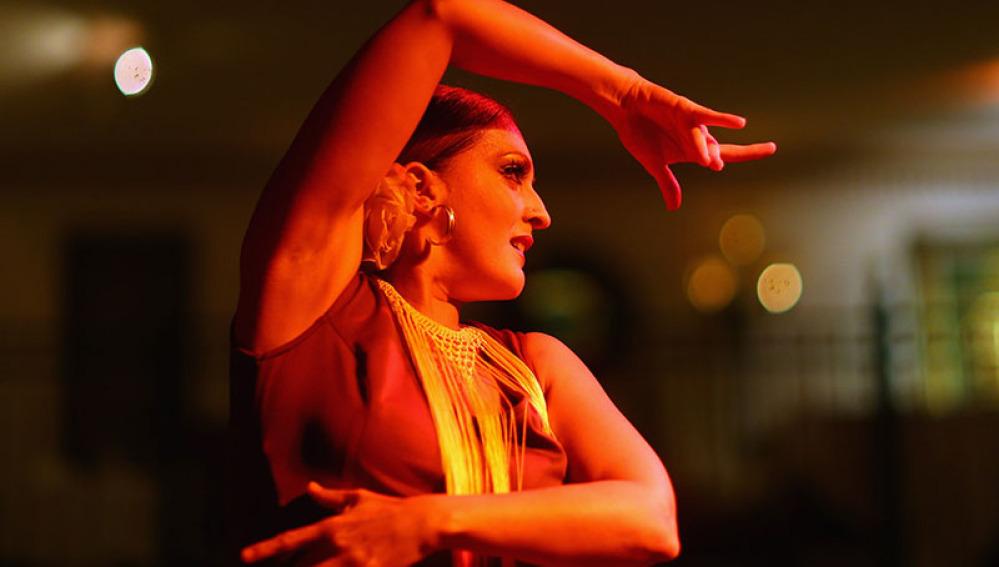 Cinco bailes para combatir los brazos colganderos