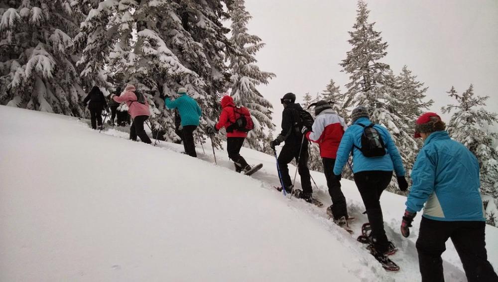 Paseo con raquetas de nieve