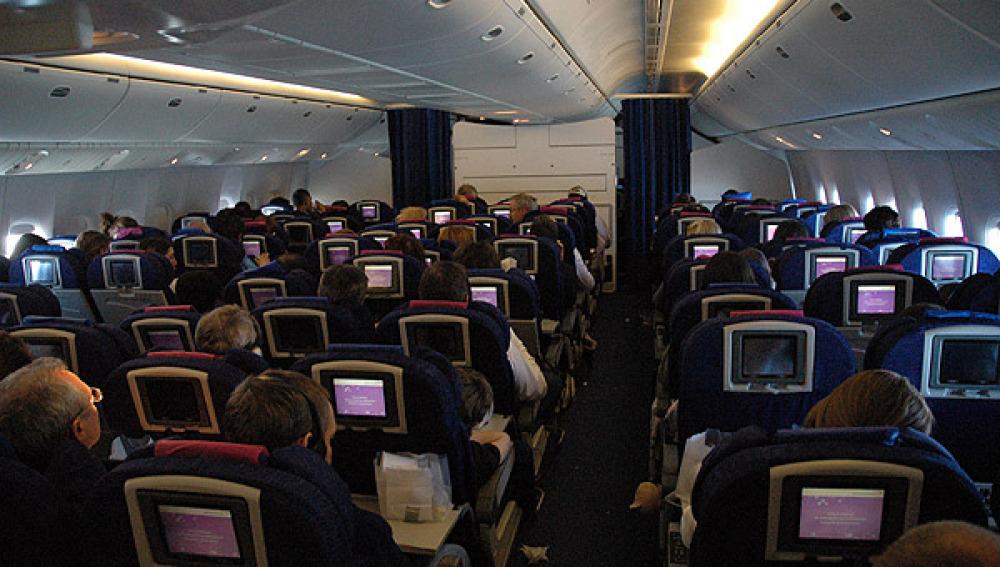 Interior de un vuelo transoceánico