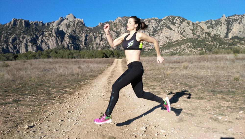 Sandra Corcuera corriendo hacia atrás