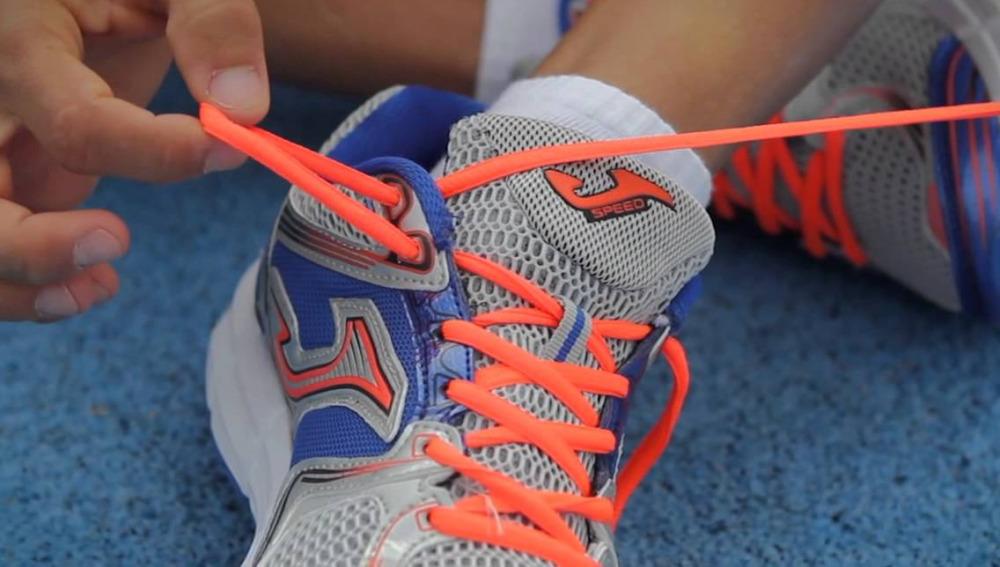 Ata bien los cordones de las zapatillas