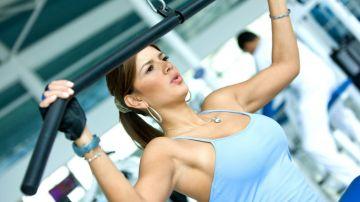Una mujer en el gimnasio