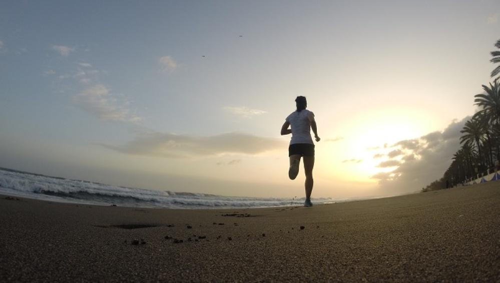 Correr por la playa puede relajarte