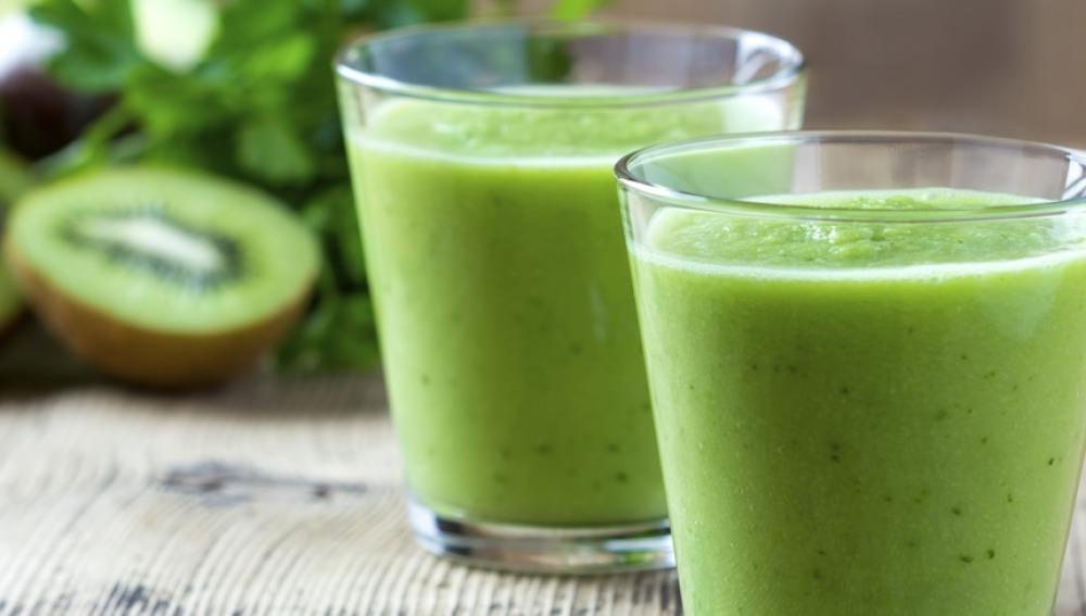 Zumo verde, kiwi... alimentos que te ayudan a adelgazar