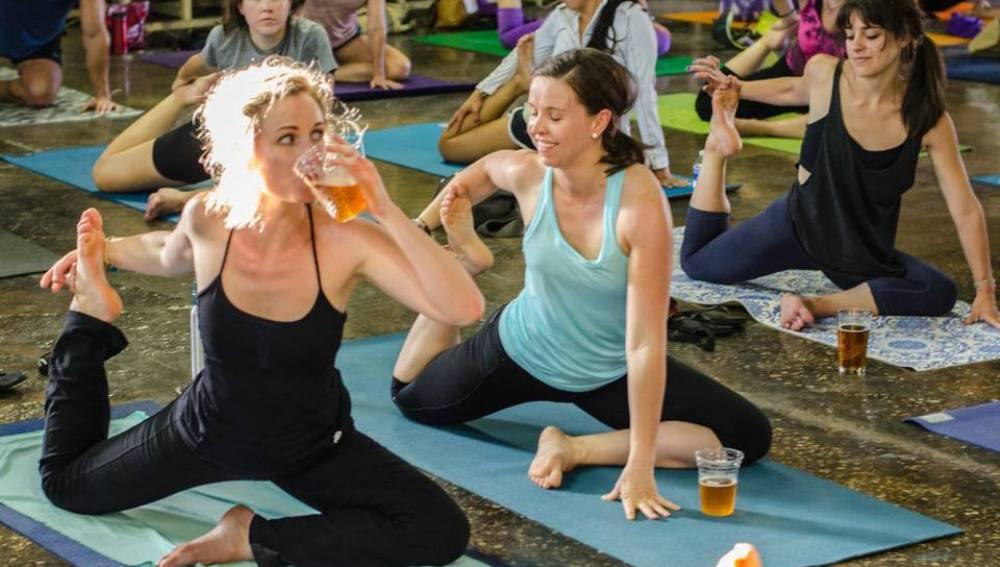 Practicando Yoga Beer
