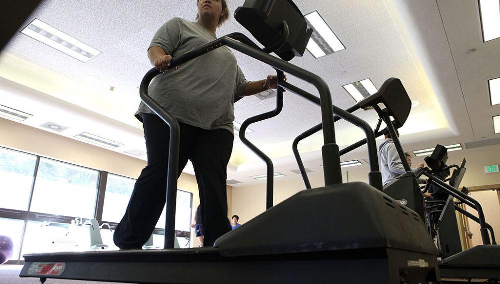 Una usuaria en una máquina de correr